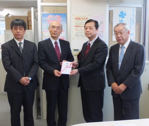 左から2人目 県民共済生活協同組合理事長穴澤 正行様 左から2人目当センター生島 浩理事長